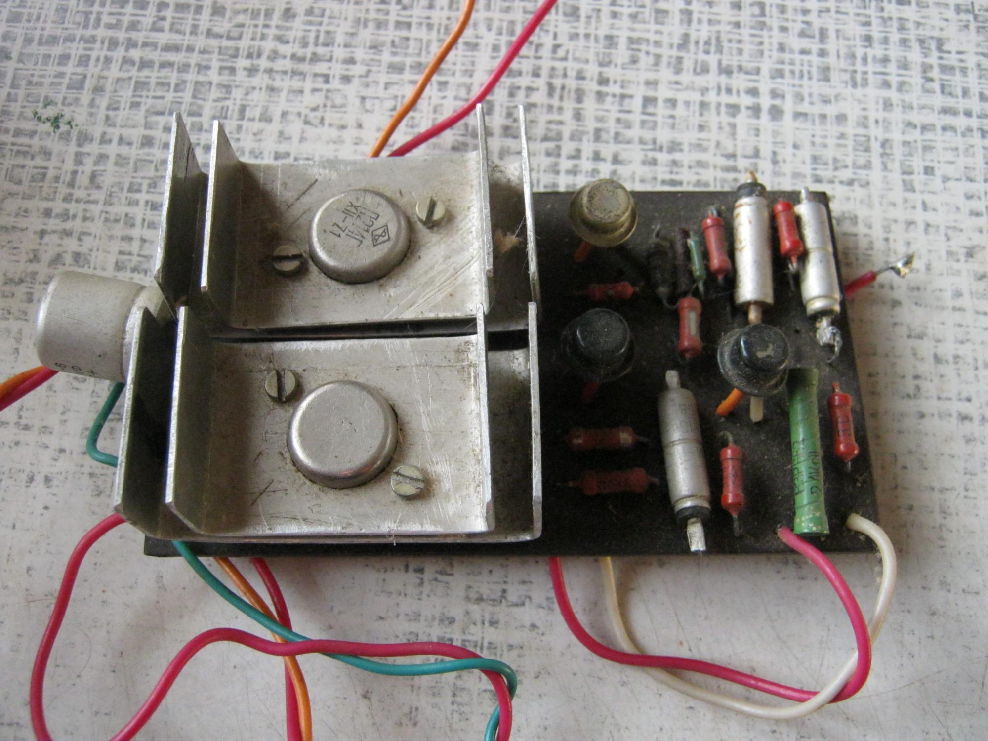 схема преобразователя 12 220 на транзисторе п210