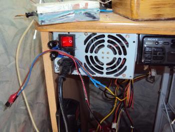 Как подключить магнитолу в домашних условиях через зарядник