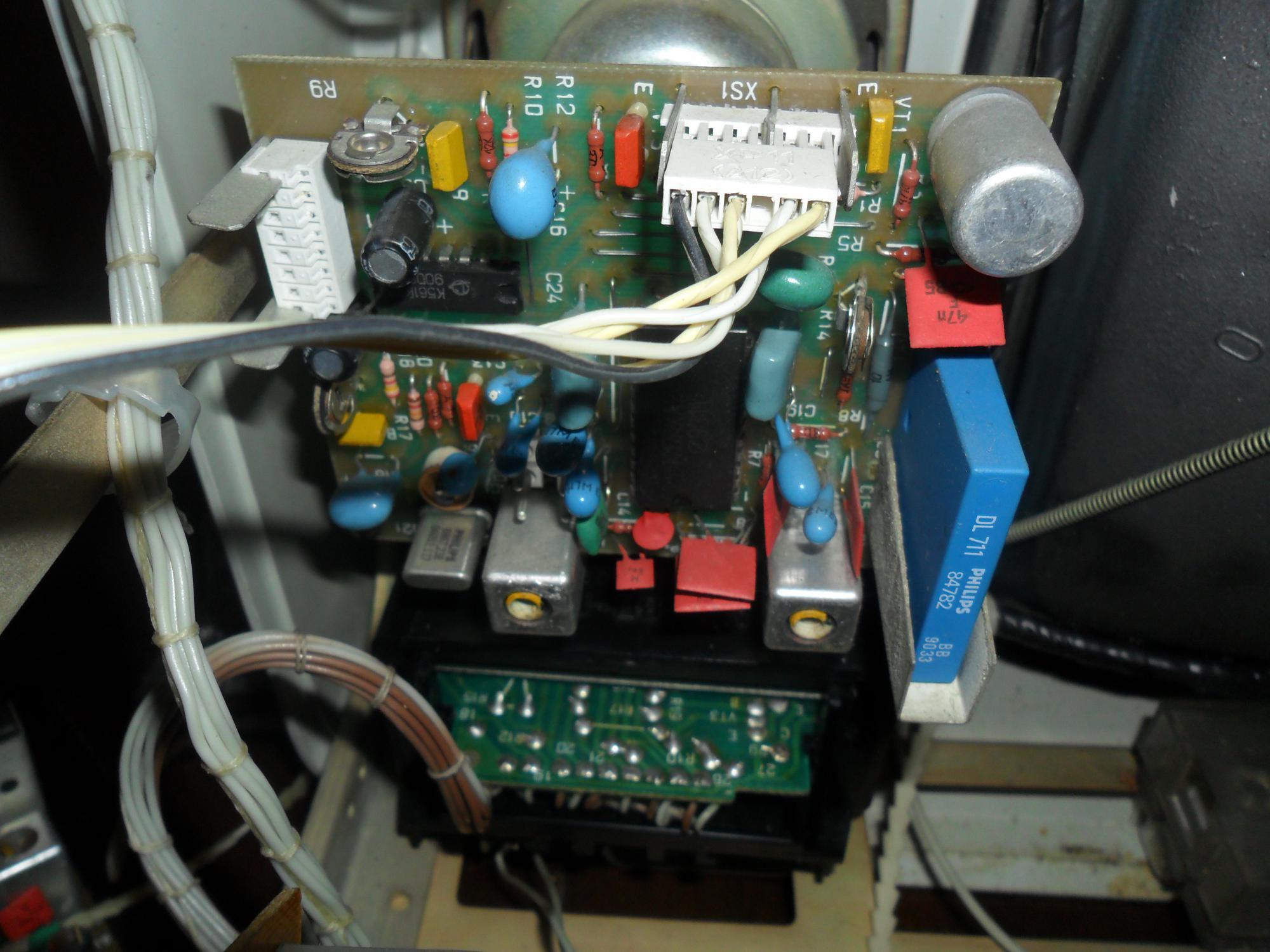 Vga-вход может также работать в бытовом режиме, то есть принимать компонентный цветоразностный видеосигнал