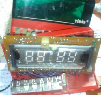 Достались мне вот часики из надписей только TIRIS м/с КР145ИК1901.  К561ТМ2 и на будильник УМС8-08.