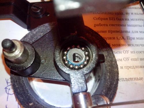 ЭПУ стоит Unitra G-602.  Так вот, в ЭПУ отсутствуют шарики в тонарме и тонарм очень.