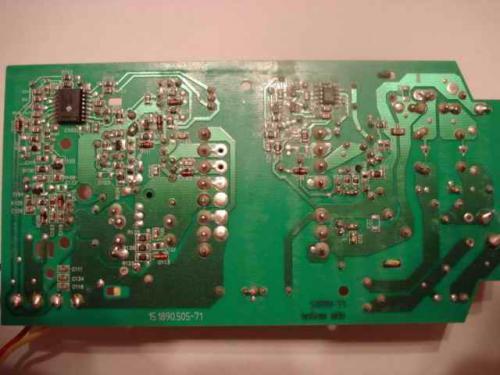 Есть шуруповерт Makita DC1414F.  Зарядное устройство ведет себя не понятно: При включении кратковременно загорается.