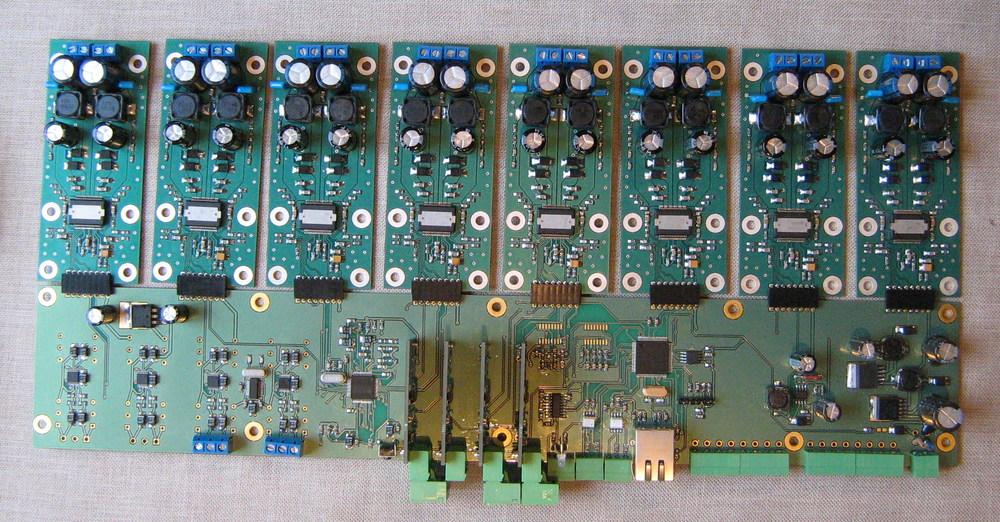 микшер-усилитель 8х8 TAS5508.jpg